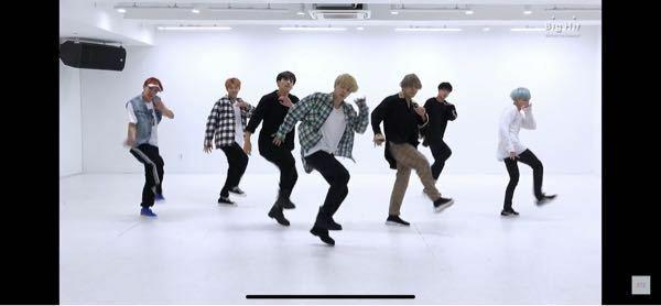 btsのdnaのサビで グクとジミンだけ 右足を蹴りながら左足を浮かして踊っているのですが、どうやって踊っているんですか?ダンスに詳しい方教えてください!!