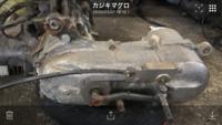 sa10j.ビーノのエンジンについて。写真のキックペダルの上についてるワイヤーはなんでしょうか?既存のエンジンにはこんなワイヤーはついてません。どなたか教えて下さい。