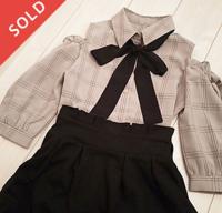 量産型に近付けたいのですが、この服には何色のスカートが組み合わせ良いでしょうか?