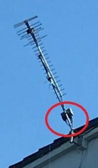 地デジアンテナのブースターの電源部を紛失してしまいました。 増幅部は屋根の上のアンテナに取り付けてあるようで品番等確認が出来ません。 増幅部の電圧や電流の値が確認出来ないため、とりあえず15v、0.5Aの電...