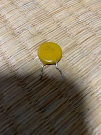 この電子部品はなにか分かりますか? 詳しい方よろしくお願いします。 表面には TVR 14471# 111 と書かれています。 この部品は何に使えるかも教えて欲しいです。よろしくお願いします