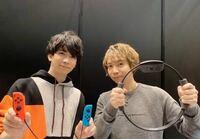 この伊東健人さん(左)のパーカーどこのものですか?分かる人いたら教えてください。