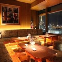 東京都の中央区銀座や港区六本木にある高級倶楽部にお詳しい方へお伺いをいたします。 ・ 大体2時間ぐらいいたとすると飲み物、軽食、その他サービス料、席料、消費税込みでおおよそいくらぐらいするものなので...