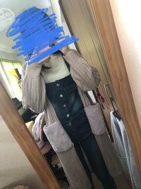 今の時期に、ファーポケットのカーディガン着てたら変ですか? 色味的には春でも着れると思っているのですが、なんとなくファーというと秋冬のイメージが強くて…