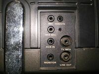 ラテカセについて 日立のC6-640と言うものですが  外部入力形がコレで DVDプレーヤーからこの中のどれかに繋いで 映像を映し出す事は可能でしょうか?  アンテナ端子があるので もしこの中からでは不可能な場合はRFコンバーターを買おうかと思いますが  今でも売っているような変換コネクターを使ってこの画像の中の端子にDVDプレーヤーのRCA端子から接続可能ならばこの中のどれかの端子で繋いで...