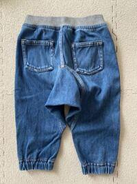 保育園のパンツ(ズボン)について 明日から保育園入園で慌てて荷造りしています。 服は大量にあるので詰め込むだけなのですが、ズボンはレギンスタイプ・サルエルタイプどちらが良いのでしょうか? うちの子は足...