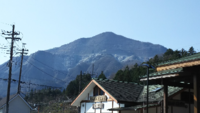 秩父 武甲山 横瀬 武甲山はなぜいつも、白く霞がかっているのですか? どんなに空気が澄んでいても、いつも白っぽいです。
