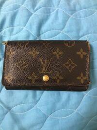 自分男なんですけどこの財布レディースっぽくてこれ使ってるのっておかしいでしょうか?またメンズがレディースの財布使ってるのっておかしいですか?