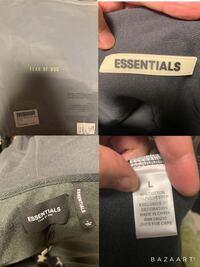 先日ZOZOTOWNで購入した 【FOG essentials】のパーカーに関してなんですが 1着は元々持っていて2着目を購入したところタグの付き方や裏地の縫い目等違いがありましたので不安になり質問です。 写真を載せますので服自体とそれが入っていた袋も含めて見ていただけると嬉しいです。  これって本物でしょうか? ご親切な方どうかお願い致します。