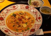 よくスパゲッティを箸ですする食べ方をする人を批判する人がいますが、そのような方は洋麺屋五右衛門には行かないですか?か知らないか。
