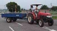 牽引免許と大型特殊免許を持っていれば農耕車の牽引(写真みたいなやつ)の運転はできますか?