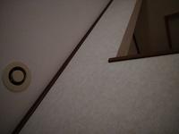 24時間換気について 天井についてる排気口?換気口?のフィルター部分を外して掃除してみたいのですが外し方がわかりません。回しても開閉しかなりません。外側の皿みたいな部分も外れそうにな いのです…