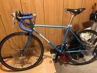 このロードバイクはルック車ですか? リサイクルで2万円で買いました!ロードバイク初めて乗るのでロード乗りの方教えて下さい!!  ちなみに、メーカーはブリジストンで重量は9キロでブレーキ、変速機にはSHIMANO105って書いてました!