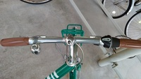 ブリヂストンのマークローザという自転車なのですが、このハンドルをプロムナードという普通のママチャリみたいなハンドルに交換は可能でしょうか?ギアがちょっと特殊な気がするんですが。。よ ろしくお願いします!