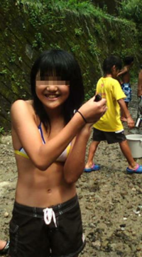 女子小学6年生です。身長144cm体重32kg、体脂肪率10.2%です。この写真は去年の夏のもの(その時の身長142cm体重29kg体脂肪率8.8%)なんですけど、腹筋われてますよね? 小5の春から夏まで5カ月ぐらい毎日腹筋200回 ...