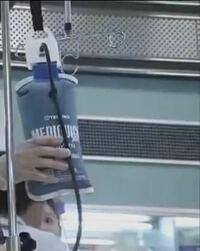 医療ドラマの手術シーンなんですけど、この写真の袋?みたいなやつって何ですか? わかる方は教えてください ♂️