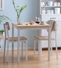 一人暮らしの部屋(6〜9畳あたり)で テーブルって何を使ってますか? ダイニング テーブルかローテーブル