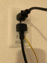 この繋げ方は危険でしょうか? 上のコンセントは電子レンジ 真ん中のコンセントは冷蔵庫 下のアースは電子レンジ  冷蔵庫のコンセントが一番上まで届かず真ん中に付けています。  危険なら、解決方法も一緒にお願...
