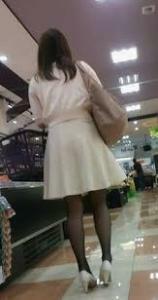 自分は男ですが、 ズボンが嫌いでスカート穿くことが大好きな男子です。 幼い頃から何時もこっそり姉のスカートを穿いたりしていました。 洋服も女の子の服が好きで、よく借りて着ています。 自分ズボンよりスカートが好きです。 自分の女装姿スカート姿は可愛いですか? ずっとスカート穿いていたいです。