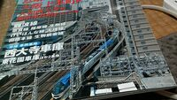 近鉄大阪線とJR大阪環状線が接続する鶴橋駅でJRホームから近鉄線の上本町方面を覗き込む事って不可能なんでしょうか? 鶴橋~上本町は地上と地下の分かれ目があってその分かれ目を覗き込めそうなスポットってない...