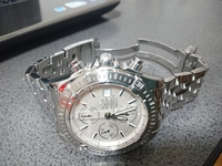 ブライトリングという時計の、クロノマットエボリューションというモデルの定価を教えてください。 文字盤はシルバー、バンドは金属、裏蓋にはA13356と刻印されています。 とてもかっこ良くて 、買おうと思っていますが、定価を知ってからにしようかと思いまして…