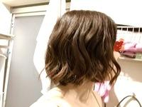ショートボブ 多毛剛毛ハチ張り 髪の巻き方について教えてください。  ショートボブで多毛剛毛ハチ張り広がりやすい髪質です。 髪の巻き方の練習を最近始めたのですが、全然うまくできませ ん。 広がりやすい...