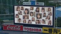 乃木坂46「世界中の隣人よ」MV 神宮のバックスクリーンにメンバー達が映っている映像がありましたが あれは合成ですか? それとも 撮影時は本当に映像が映し出されていたのですか?  乃木 坂46
