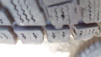 ユーザー車検のタイヤ溝これはアウトでしょうか?よろしくお願いいたします。