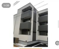 一人暮らしの物件について 初めて一人暮しをするのですが、かなり気に入った物件が1階でして、そこに決めるか迷っています。 1階だと家賃は安いですが、空き巣に狙われやすいとか湿気とか色々デメリットを聞くので、そこが不安です。(特に泥棒が怖いです)  ネットで3階建て以下の建物は狙われやすいというのをみたのですが、このような物件は危険でしょうか? それともそんなに気にしなくても。。なのでしょうか。