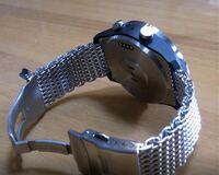 腕時計のベルト(シャークメッシュ)の長さをカットして調整したいのですが、どういった工具なら周囲に傷をつけずにピンポイントでカットできるでしょうか? 工具は購入するつもりなのでリーズナブルであれば嬉しいです。 宜しくお願いいたします。