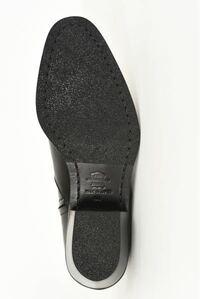 このようなソールになっているブーツは下ろす前に裏張りをしたほうが良いのでしょうか?