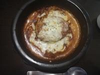 チーズとソースの下にご飯がある食べ物ってなんて言うんですか?