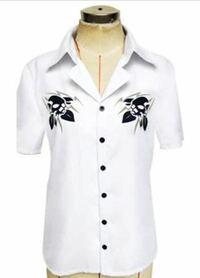 専門学生です ヒプノシスマイクの碧棺左馬刻のシャツを着て学校に行きたいのですが、おかしいでしょうか。このデザインならまあ着ても大丈夫だろうと思ってるのですが、ちなみに女子です。 ハイウエストデニムにI...