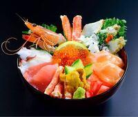 海鮮丼を食べる時、大抵の人はわさび醤油(子供ならわさび抜きの醤油)をかけると思いますが、 海鮮丼を食べる度、常に何もかけないで食う人は存在しますか?  (※つけるのも無し)