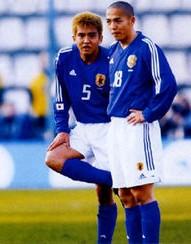 黄金世代でもある小野伸二選手と稲本潤一選手のダブルボランチ(2002年~2004年頃まで見られていたダブルボランチ)は、 攻守のバランスや互いの感覚含めて相性は良かったんでしょうか?