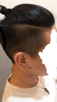 髪型(マンバン)についての質問です。 現在髪の長さは前髪を下ろすと鼻の下、サイドは耳半分くらいなのですが画像のようなマンバンにするにはあとどれくらい長さが必要でしょうか? また早く髪 が伸びるようにするためにするべきことなどはありますか?現在はシャンプーをしたらその2〜3倍の時間をかけて流すようにしています。回答よろしくお願いします。