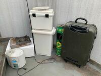ゴミの捨て方について教えてください。 最近家の大掃除をしました。 下の写真の物を処分したいのですが捨て方がわかりません。 何ゴミで捨てれば良いですか!? 僕は名古屋市天白区に住んでいます。  月一のゴミ回収の場合は翌月まで待つしか、方法はないですか!? もし違う方法で処分の仕方があれば詳しく教えて欲しいです。 至急処分したいです。