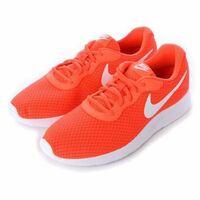NIKEのオレンジ色の靴(出来ればランニングシューズ)が欲しいと思っていますが、店・ネットどこを探しても全くありません。 在庫のある店、又はネットショップを教えてください。 (画像は理想です)