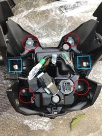 msx125に乗っています  グロムのヘッドライトアジャストボルトのナットの純正品番わかる方おられますか?  画像の丸も四角もされていない一番下の銀色の四角い物がそれです