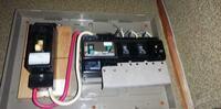アースコンセントの無い木造店舗にアースを施工したいです。 (電気工事士資格取得済)  色々調べたのですが、分電盤のほうに下記リンクのようなアース端子台を設置した後、D種設置工事をして引き込んだアース線を端子台に接続し、同端子台からアースコンセントにアース線を施設すればアースが取れている、という考え方で良いのでしょうか。  写真は参考までに分電盤のものを添付しました。  お分かりに...