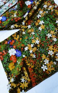 縮緬の単衣の着物です。 実家にあった物を初めて縫いました。 色は黒地に派手な柄が沢山入っています。   ぜひ外へ来ていきたい(6月末)のですが、帯はどんな物が良いでしょうか?  暑くるしいでしょうか…
