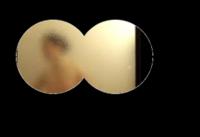 双眼鏡を何度見ても、テレビのように、二つの円をつなげたような視界にならず、望遠鏡で見たような、普通の丸い視界になってしまいます。 どうすれば、探偵ドラマに出てくるような二つ円をつなげたような視界になりますか?