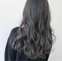美容師の方に質問です。 こんな感じの髪色にしたいのですが、 これはブリーチしてますか??  (私の今の髪色はトーン10くらいの茶色です。)