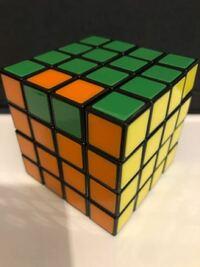 4×4のルービックキューブを揃える際に 画像のようにサブキューブ部分が逆転してしまいます ここ以外全て揃っています なぜ逆転してしまうのでしょうか? また、どうすればこれを防げますか?