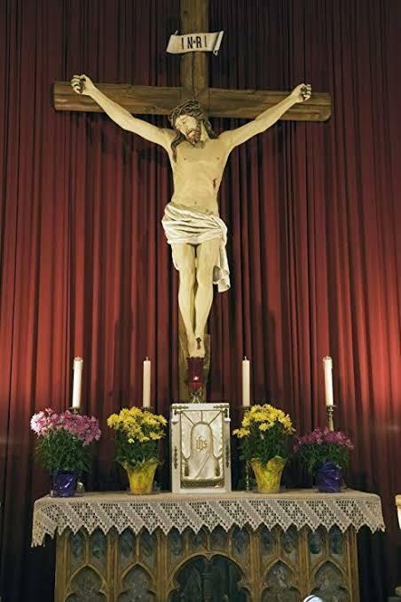 各地教会のシンボルであるイエスの像が顔を突き合わすように一か所に集められて、オークションとかにかけられた事はありますか?