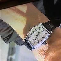 時計に詳しい方教えてください。  こちらの画像の時計のブランド名と型名がわかる方がいたら教えてください。 (メンズの時計になります。)  よろしくお願いします。