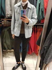 この色のデニムジャケットは、秋でもいいかな?