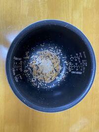 象印の炊飯器を長く使っています。炊飯器の内釜が写真のようにはげてしまっています。これは美観のみの問題でしょうか?それとも機能上何か問題がありますでしょうか?内釜だけ買おうとしたら1万円くらいして、躊躇 しています。