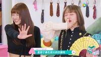 中国の番組を見てたら何回もこのような親指を上唇と鼻の間にくっつけるジェスチャーのようなものを目にしました。 これはどういう意味を表しますか?