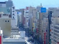 広島市と仙台市どちらが都会ですか? 広島市ですよね?  広島には仙台にはある地下鉄がありませんが、市街地が広島と仙台では別格ですし、広島は地下鉄が無いなりに市内各所に路面電車が張り巡らされていて、アス...